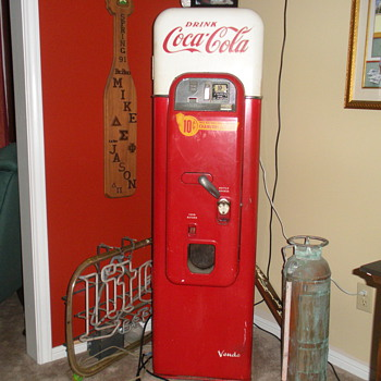Coke Machine - Vendo 44 - Coca-Cola