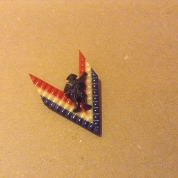 WWII Victory Pin - Military and Wartime