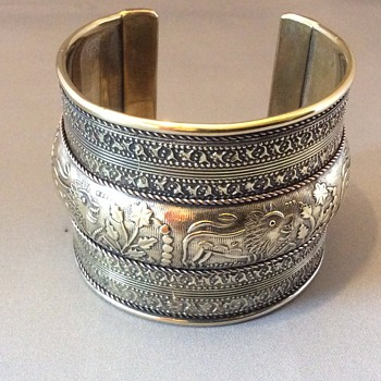 Antique or vintage cuff bangle - Costume Jewelry
