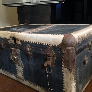 Black & white Trunk Chest  (Leather)?