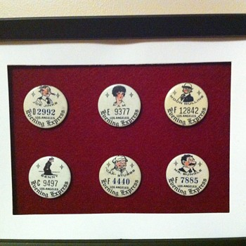 Newspaper Contest pinback premiums - Medals Pins and Badges