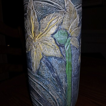 something I found, but I do not know much about. - Art Pottery