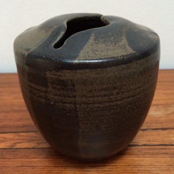 Stonewarevase unidentified signature