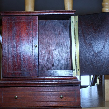 Small wood cabinet - Furniture