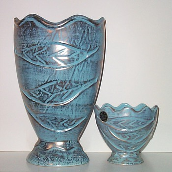 SAVOY CHINA - TWO SIZES IV - Art Pottery