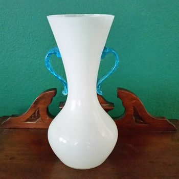 Kralik white vases with colored handles