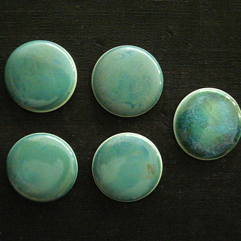 "FIVE RUSKIN POTTERY ""CABOCHONS"" - Art Pottery"