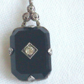 Antique Victorian/Edwardian or Art Nouveau (?) Silver and onyx (?) pendant - Fine Jewelry