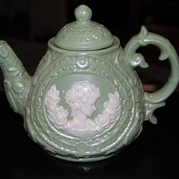 A beautil teapot...