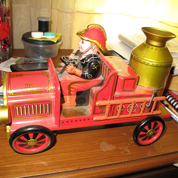 Tm {tin} battery operated fire engine - Firefighting