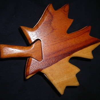 Wooden maple leaf puzzle box - Games