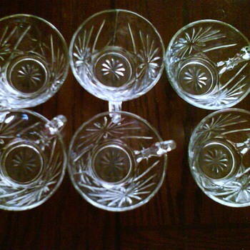 Set of six/  Help to identify - Glassware