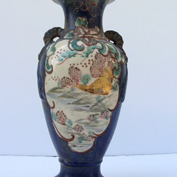 Old Chinese Vase- Need to know what the Signature Says - Art Pottery