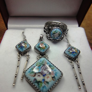 Exclusive parure consisting enameled ring, pendant and earrings from Russia