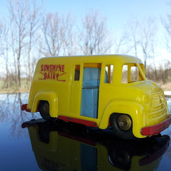 Wyandotte Toys Sunshine Dairy Van - Model Cars