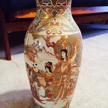 Gold Signature on vase?