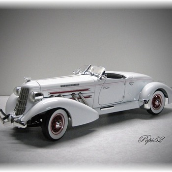 1935 Auburn 851 Speedster Diecast - Model Cars