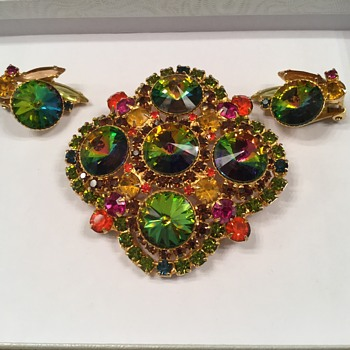 MARGARITAVILLE...D & E Rivoli Brooch & Earrings - Costume Jewelry