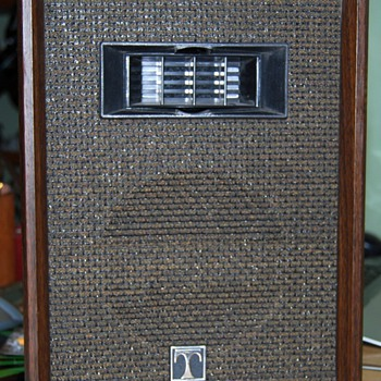 Vintage speakers can't identify the brand - Electronics