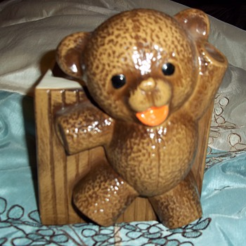 Haeger teddy bear - Art Pottery
