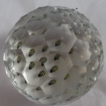 Perthshire 1981G Bees Paperweight - Art Glass