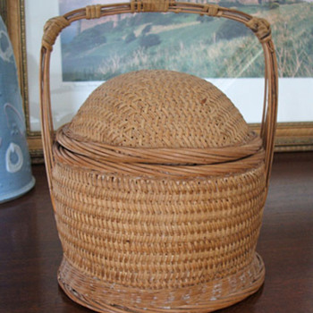 Cute basket I found and don't know anything about it.