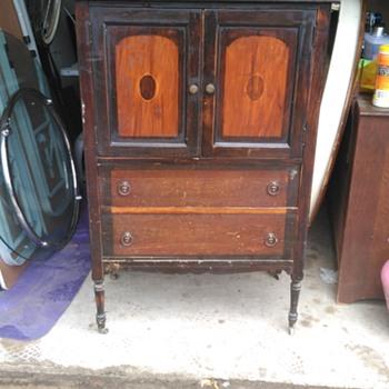 Cupboard dresser