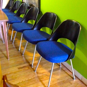 Eero Saarinen chairs by Knoll - Mid Century Modern