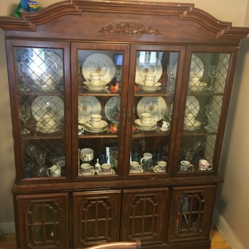 China dinnerware cabinet