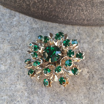 Brooch vintage  - Costume Jewelry