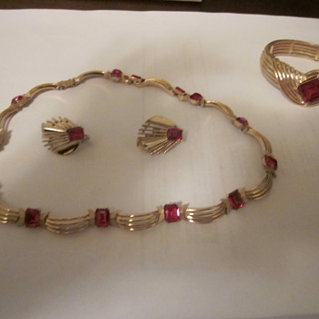 Crown Trifari set - Costume Jewelry