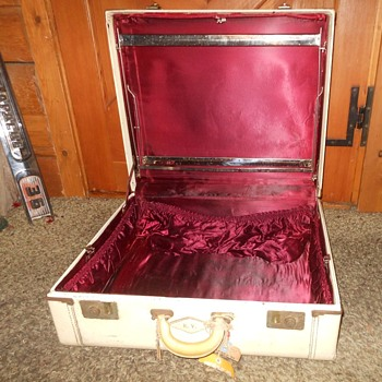 Lincoln Zephyrweight Suitcase Interior