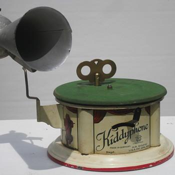 1919 Kiddyphone child's phonograph (Germany)