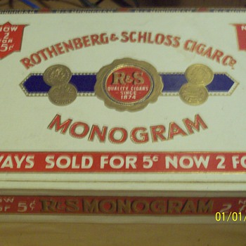 R&S Monogram cigar box - Tobacciana