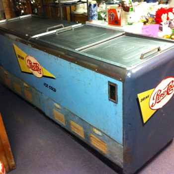 Vintage 1950's Pepsi Cola Cooler Machine Chest WORKS & Gets Cold  - Advertising