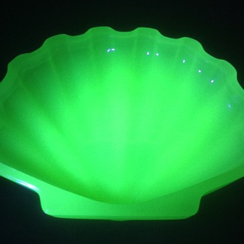 Vaseline glass soap dish - Glassware