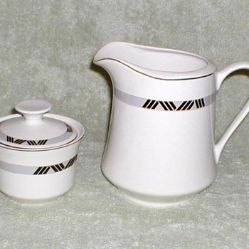 Schmidt Porcelana Pitcher & Sugar Bowl