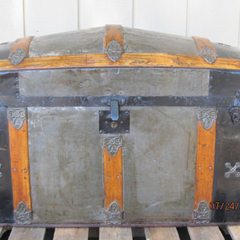 Little Silver Dome Trunk - Furniture