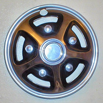 "1977 - Generic ""Mag Wheel"" Style Hubcap - Classic Cars"