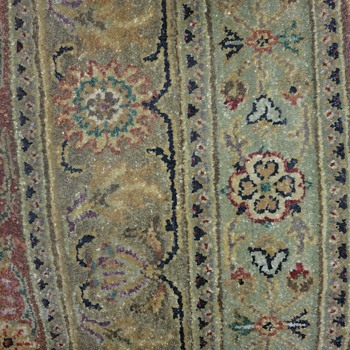 A LARGE VINTAGE CAUCASIAN RUG - Rugs and Textiles