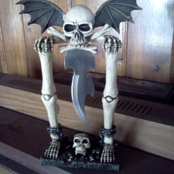 Skull Knife With Wings