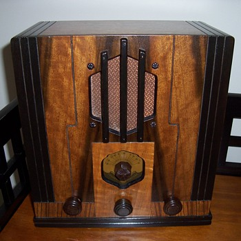 1930&#039;s General Electric Wooden Radio - Radios