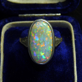 An Art Deco 9ct Gold Ring with a Large Coober Pedy Opal - Fine Jewelry