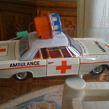 1966 Tin type wind up friction ambulance - Model Cars