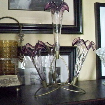 Pretty heart shaped and rose colored horns epergne - Art Glass