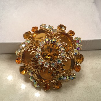 D & E HONEY TOPAZ DOMED BROOCH - Costume Jewelry