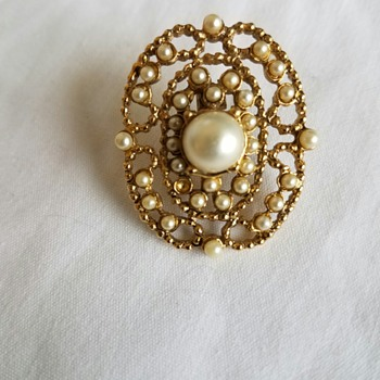 Vintage Costume Gold colored with seed or faux pearl pin