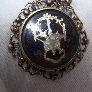 Military Pendent possibly Indian.  Does anyone reconize this insignia?
