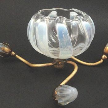 1903 John Walsh Walsh Opalescent Lotus Rosebowl Epergne