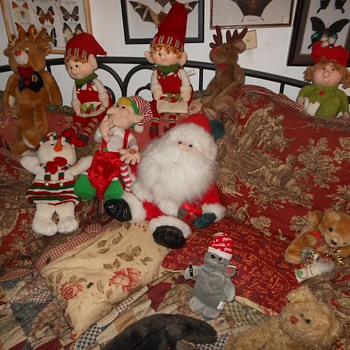 The Downstairs Elves aka The Island of Misfit Elves - Christmas